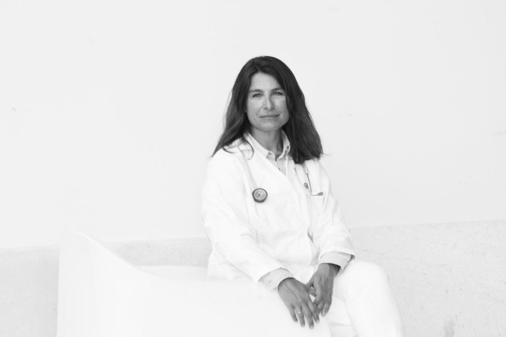 Dra. Fernandez Alba médica privada reumatologia Sevilla